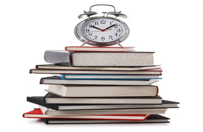 Libros y reloj