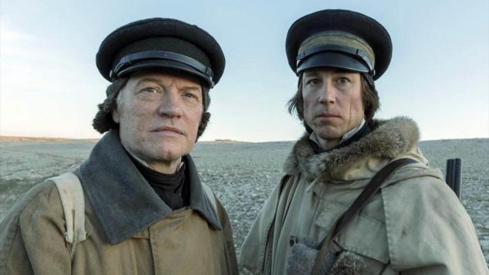 Los capitanes Francis Crozier y James Fitzjames. Fuente: cineycine