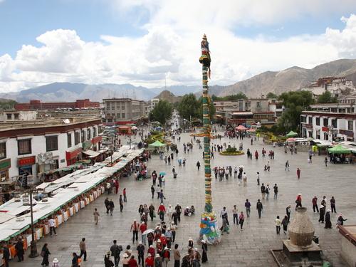 Kina_2009_0810- Barkhor_Square-20000000002629822-500x375