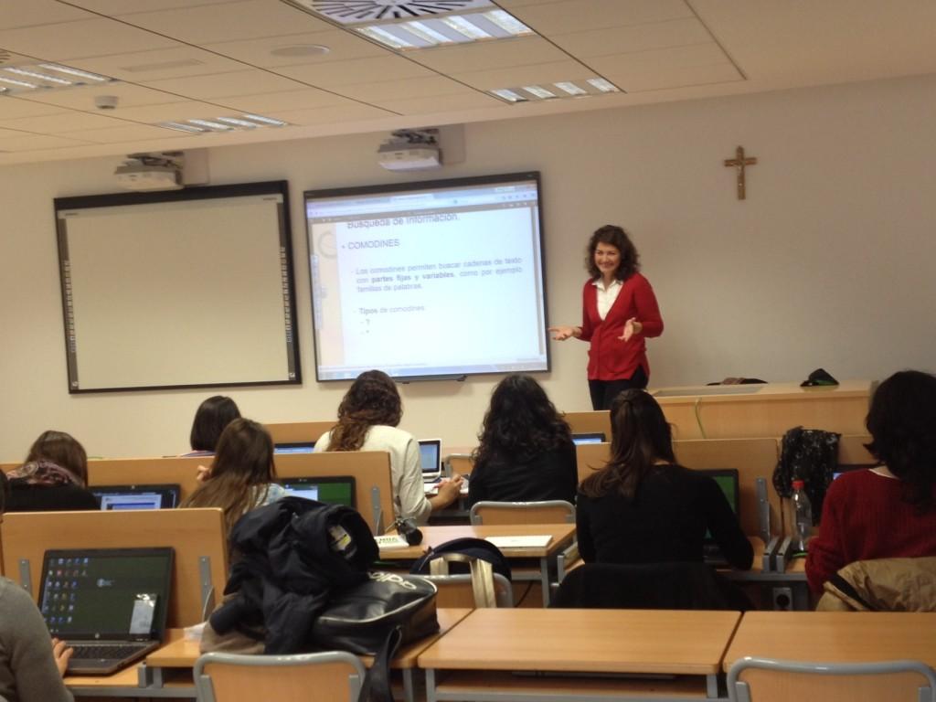 Ana Moral profesora del Grado de Educación Social que enseña cómo realizar Investigación Social