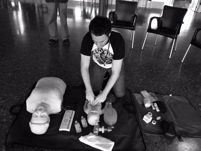 Enseñando primeros auxilios en la Ciudad de la Esperanza