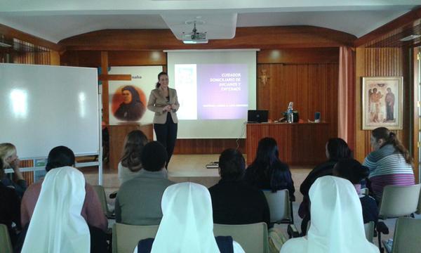 Ayuda a mujeres en la Cátedra de la Universidad Católica de Valencia