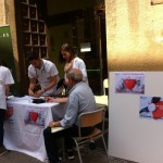 La Facultad celebra el día mundial de la hipertensión arterial con mesas de toma de tensión.