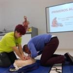 Alumnos de 4º curso de la Facultad de Enfermería imparten un Taller Práctico sobre Primeros Auxilios Básicos en el Instituto IES Ausias March de Gandía