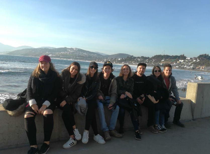 Foto el 20 de Mayo en las playas de Maitencillo. Dos españoles, una colombiana y 5 chilenos. Mis amigos. Foto