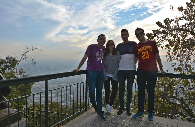 Foto el 12 de mayo en el Cerro San Cristóbal. Mis compañeros de piso. Todo un descubrimiento.
