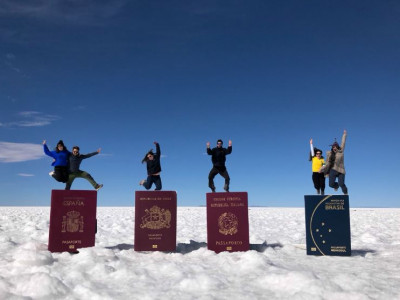Foto del 6 de Junio en el Salar de Uyuni, Bolivia. Con mi hermano y demás amigos. El viaje más bonito de mi vida
