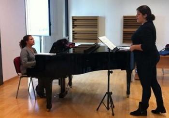 Una clase con profesor de canto en el Conservatorio Superior de Música de Valencia con la Prof.ª Charo Vallés