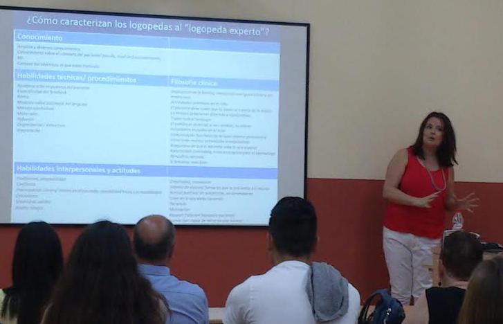 La Dra. Inma Baixauli imparte la última lección a la promoción de Logopedia 2012-15 (UCV)