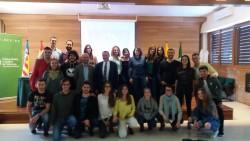 El Dr. Bar con profesores y estudiantes