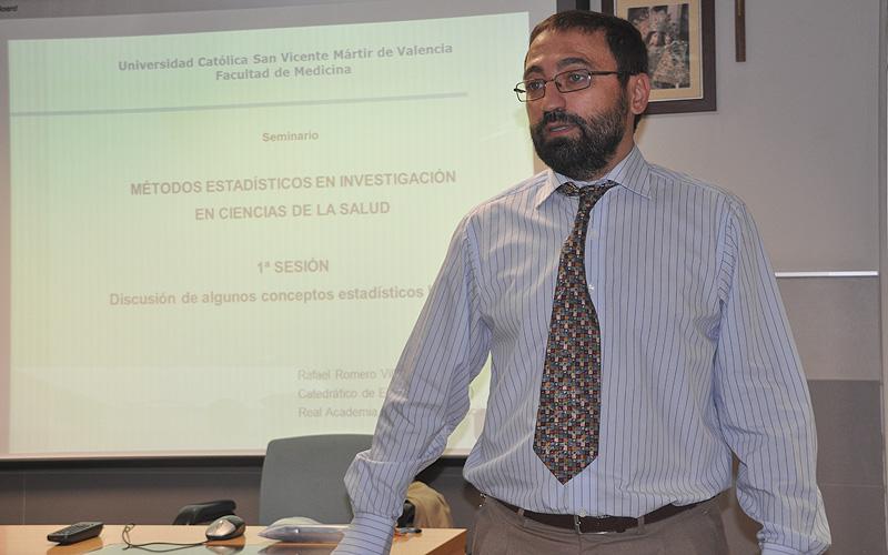 El Dr. Francisco Arteaga recibe dos premios por sus trabajos en colaboracion con dos compañeras de la UV