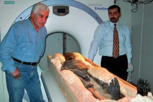 TAC a Tutankamon en medicina en el antiguo Egipto
