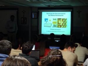 Imagen durante la conferencia sobre aplicaciones clínicas