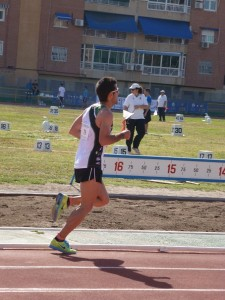 Luís Agustín durante la prueba de 10 000 metros.
