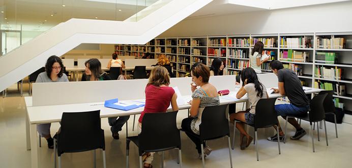 Estudiantes UCV en la Biblioteca