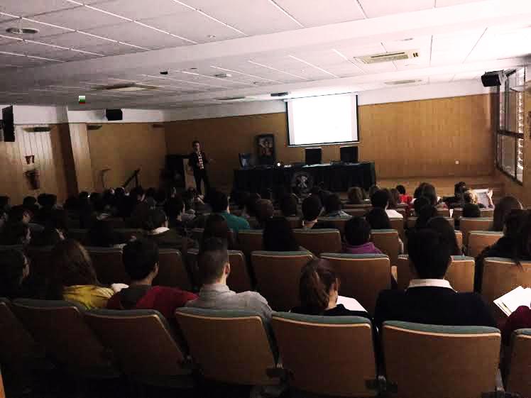 Momento de la charla impartida por Daniel Sanchez-Masian sobre lesiones neurológicas